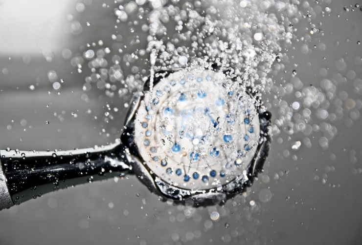 shower-shower-head-water-drop-of-water-161502.jpeg