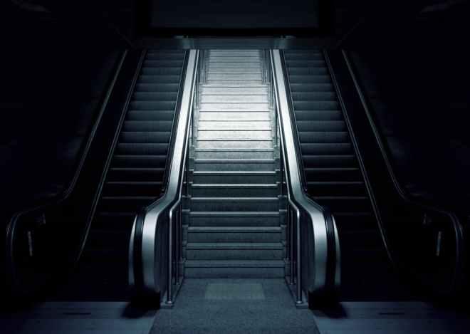 escalator-metro-stairs-subway